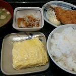 一汁三菜食堂 - 玉子焼きハーフ、アジフライ、大根おろし、ライス中、味噌汁 545円