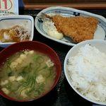 一汁三菜食堂 - ご飯は一般的な中より少なめ 食いしん坊は大を注文するべし^^