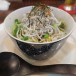 カブトスカフェ - 湘南しらすと秋田のしょっつる野菜(Sサイズ)