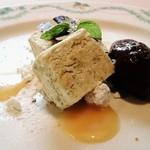 チンギアーレ - ナッツのセミフレッド チョコレートジェラート