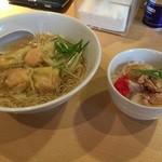 香港麺専家 天記 - 海老ワンタン麺とチキンライス小