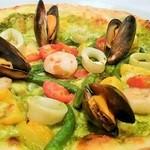 ラ・ベルデ - 【期間限定】具だくさん魚介とたっぷり野菜のジェノヴァ風ピッツァ