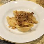 イルチッチォーネ - 海老と新牛蒡とドライトマトのソース コンキリオーニ