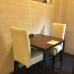 神山 - テーブルと椅子
