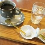 アトリエ&喫茶 ごつぼ - ドリンク写真:陶芸作家の器でコーヒー