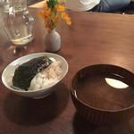 カナカナ - ご飯、お味噌汁