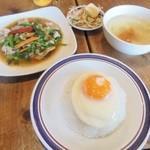 50412752 - 週替わりスペシャルランチ「豚肉入り空芯菜炒めごはん付」(680円)