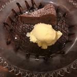 ルーナプレヌ - 食後のデザート ガトーショコラ