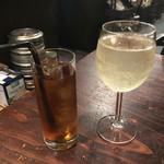 ルーナプレヌ - コースはワンドリンク制 樽詰スパークリングワイン 大グラス  500円 ウーロン茶  350円