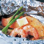 プライベート ダイニング アルテ - 鮮魚と海老の自家製ダシホイル焼き