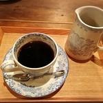 ジョーズ バー - 珈琲は2杯分で800円。