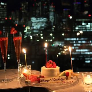 プロポーズや記念日の日には窓際席を。特別プランもあります。