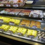 柳屋菓子店 - 4/7人気のシュークリームが6種類に!