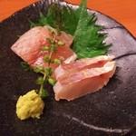 50419442 - (2016/4  訪問)深川丼定食のお刺身は、金目鯛としまあじ。
