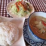 カオサン - グリーンカレー定食(スープ・サラダ・ライス付)800円。「辛くね!」で注文しました。