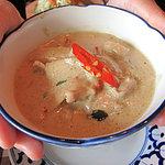 カオサン - グリーンカレー。野菜や鶏の具がたくさん入って、味もしっかり濃く、クリーミーで満足感あります。