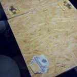 Beer House ALNILAM - コルクみたいなテーブル。