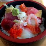大漁桜どんぶり亭 - 海鮮丼のネタ増し702円