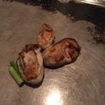 カンラン - 鉄板焼で焼く大きめの牡蠣
