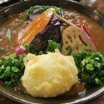 おうどん くるみ家 - カレーうどん(素揚げ旬野菜)半熟卵天トッピング、絶妙な美味しさなんです!