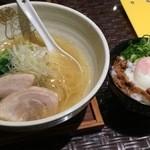 しおじん - ラーメン(塩)+温玉チャーシュー丼