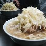 ラーメン二郎 - 小豚と小豚野菜マシ