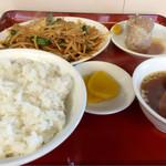 梅華楼 - 日替わり定食 800円(豚バラとモヤシ炒め)