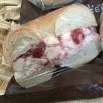 ハットリ ベーグル - いちごクリームチーズ