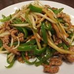 泰山 - 牛肉とピーマンの細切り炒め(980円外)