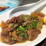 たぐせん - 牛すじの煮込み。 とろけるスジと繊維状にほぐれるお肉のバランスがいい感じです。