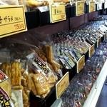 モリタ - 店内で煎餅も売られてます