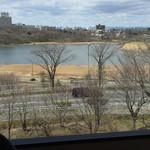 50446404 - 窓から見える春採湖