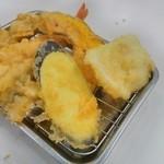 天ぷらのひらお 天神店 - 手前からなすび、イカ、カボチャ・・・野菜は後から来ます。