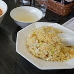 自家製麺 いづみ - 炒飯とスープ