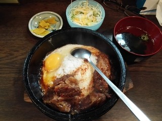 路地裏 - 石焼牛すじ丼定食