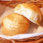 Bistro ひつじや - おかわり自由パン