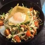 多楽製麺 - 温玉と三種ナッツのサラダ!