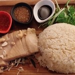 NIJYU-MARU(にじゅうまる)Oriental Market&Bistro - 鶏もも肉コンフィの海南風ライス