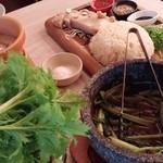 NIJYU-MARU(にじゅうまる)Oriental Market&Bistro - NIJYU-MARU野菜市場のバーニャカウダ+鶏もも肉コンフィの海南風ライス