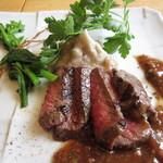 50465453 - 牛ロース肉のステーキ(イチゴとバルサミコ酢のソース)