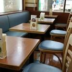 モスバーガー - テーブル席。