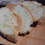 マザーインディア - アヒージョ付け合せのパン