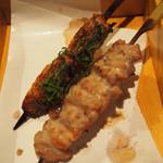 博多水炊きと炭火焼き鳥 美神鶏 - つくね串、せせり串
