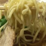 すみれ - 麺は中細ちぢれ麺