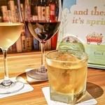 森の図書室 - ワイン、カクテルなども充実!