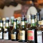 café de campagne - 洋酒のミニボトルが並んでいます