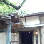 50479148 - 公園の一角、落ち着きある日本家屋