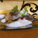 トゥ・ラ・ジョア - エビ芋と活鮑の一皿