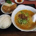 新新園 - 担々麺(セットでライスと唐揚げ付き)