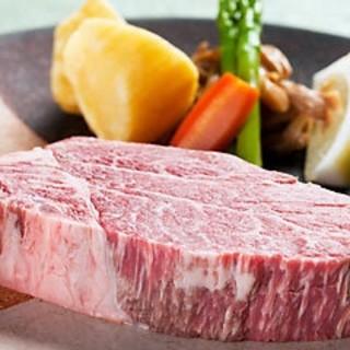 米沢牛の霜降りロースのフルコースをご堪能下さい。